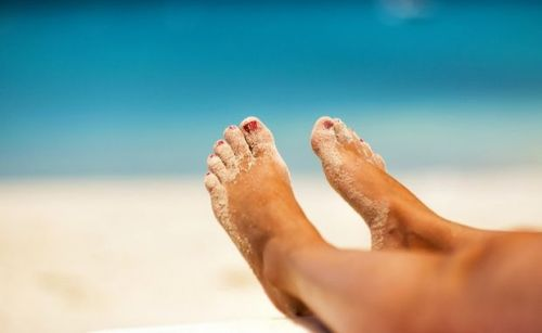 Pieds-qui-se-relaxent-plage